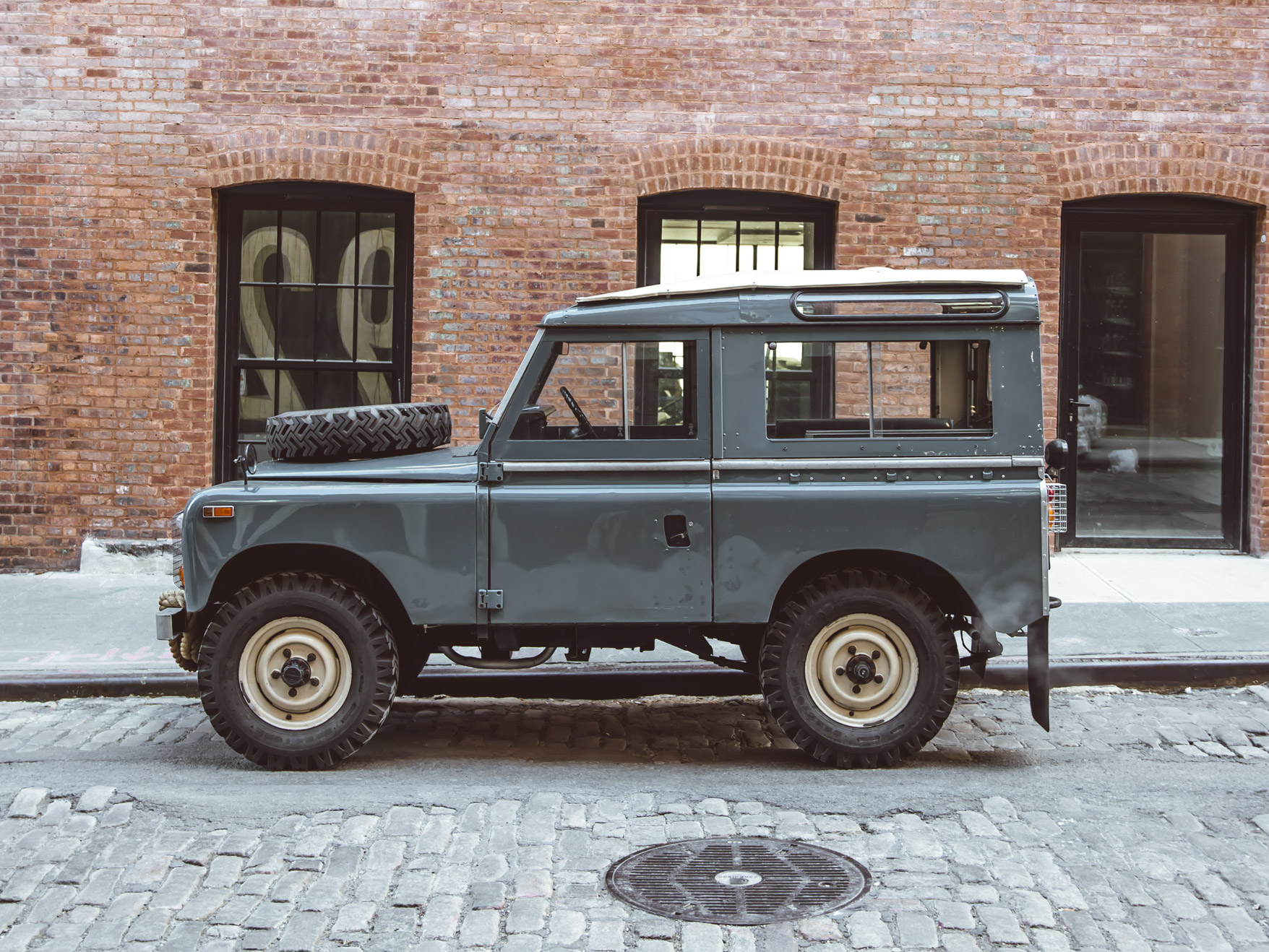 medium_1972_Land_Rover_Series_III_02.jpg