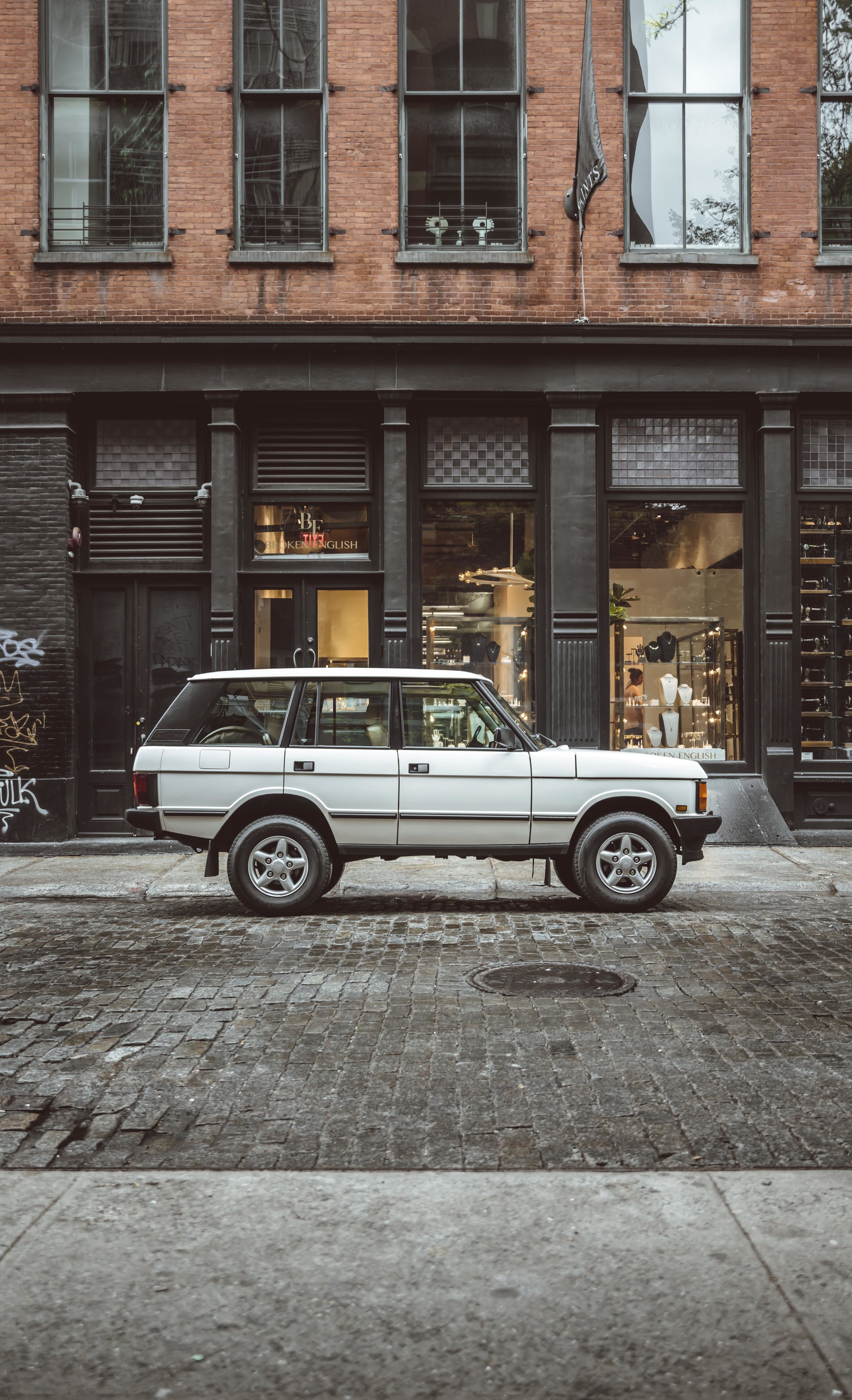 2xlarge_1995_Range_Rover_Classic_white_0009_Layer 29.jpg