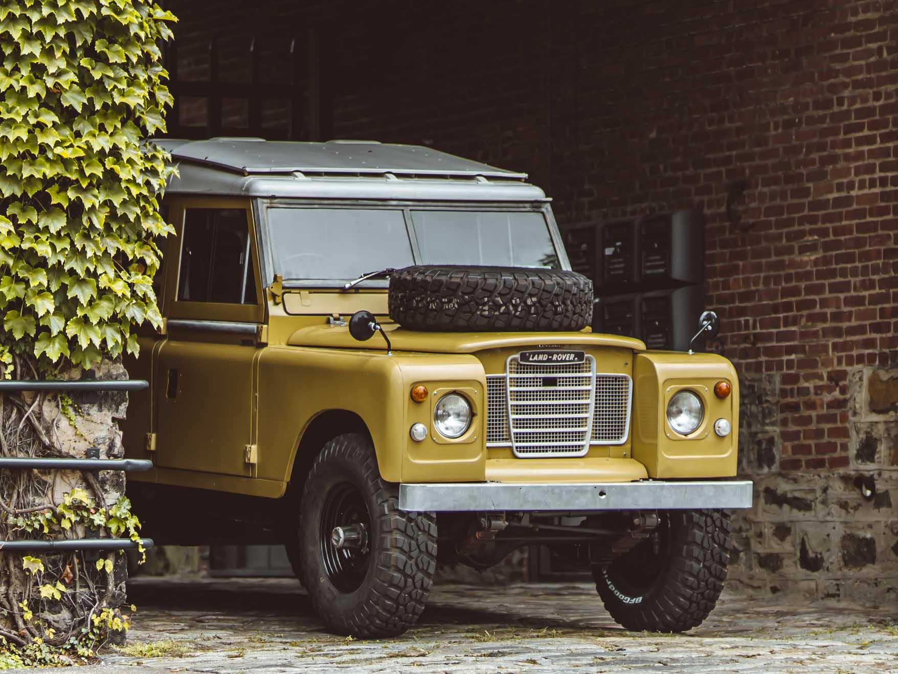 1975_Land_Rover_Series_III_109_Bahama_Gold_Medium_0001_Layer 10.jpg