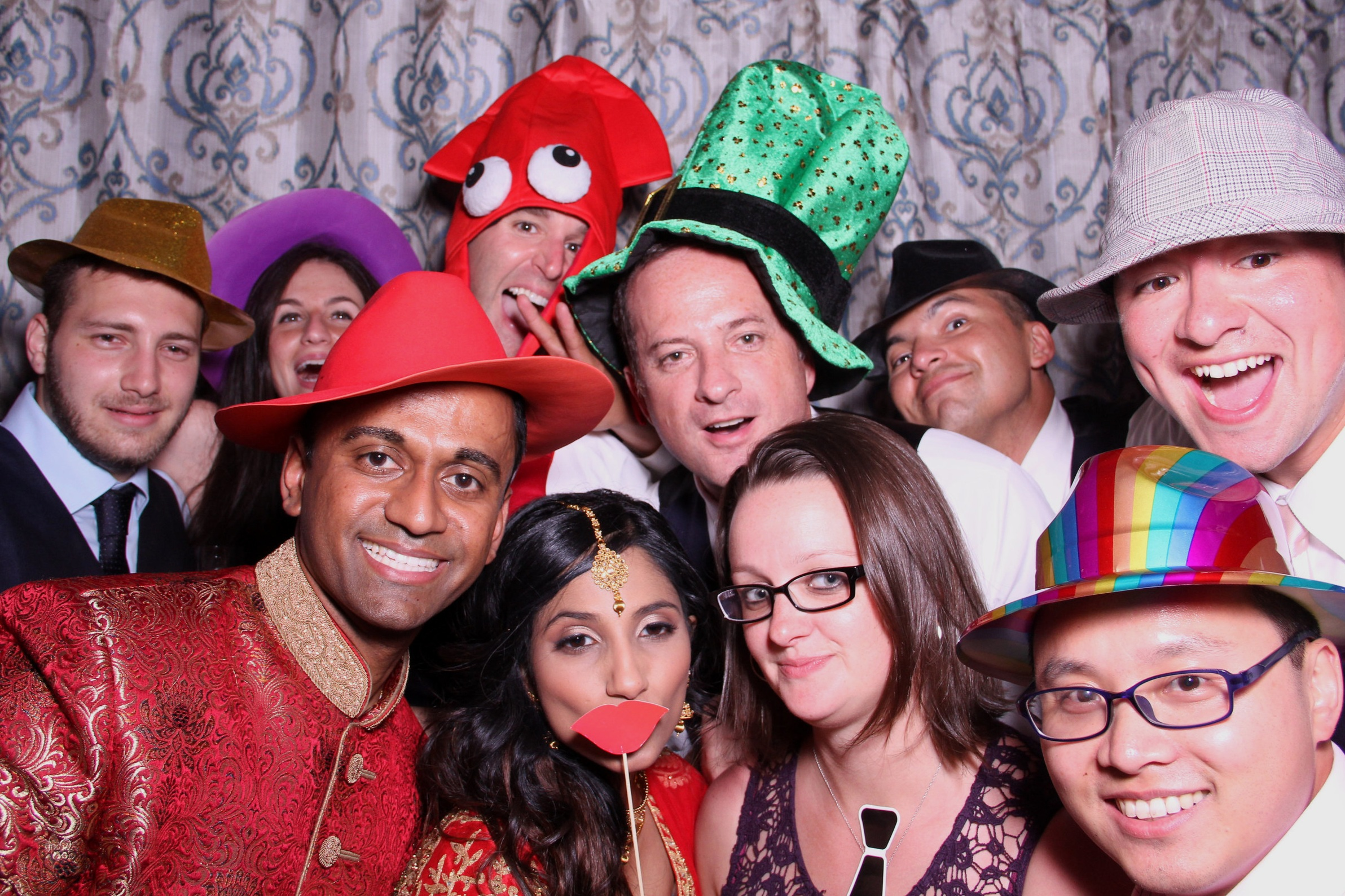 PHOTO-BOOTH - Fun For Everyone!
