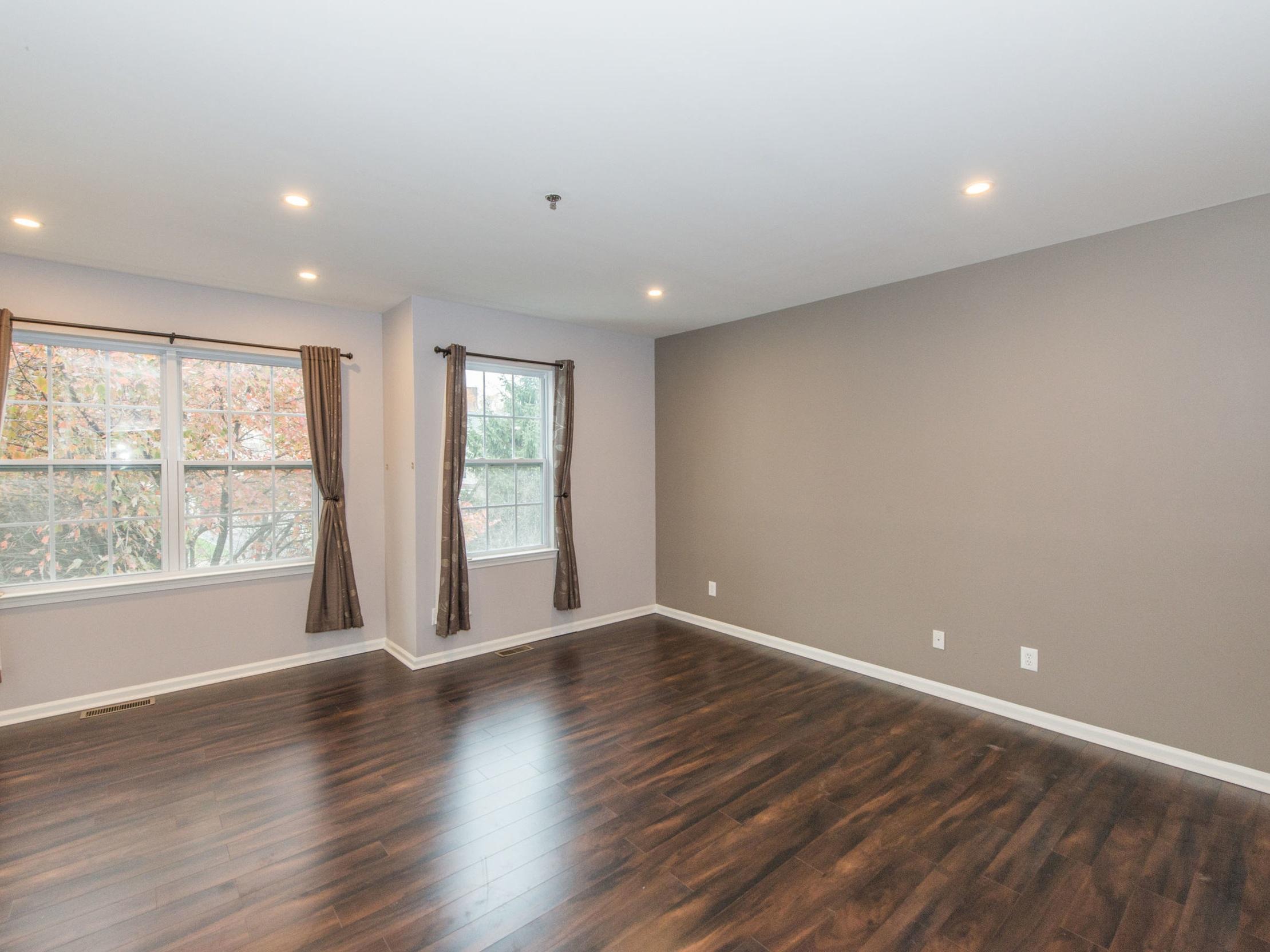 condo+bedroom+empty.jpg