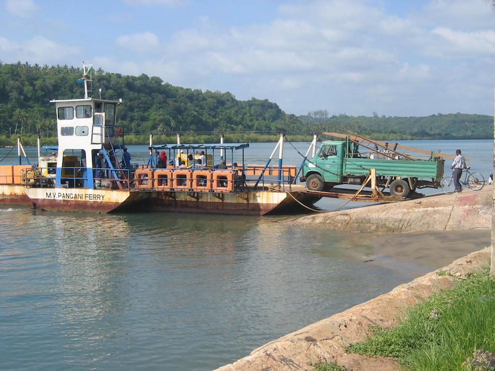 Pangani Estuary ferry.JPG