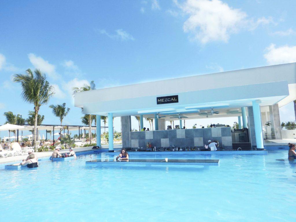 swim-up-bar-1024x768.jpg