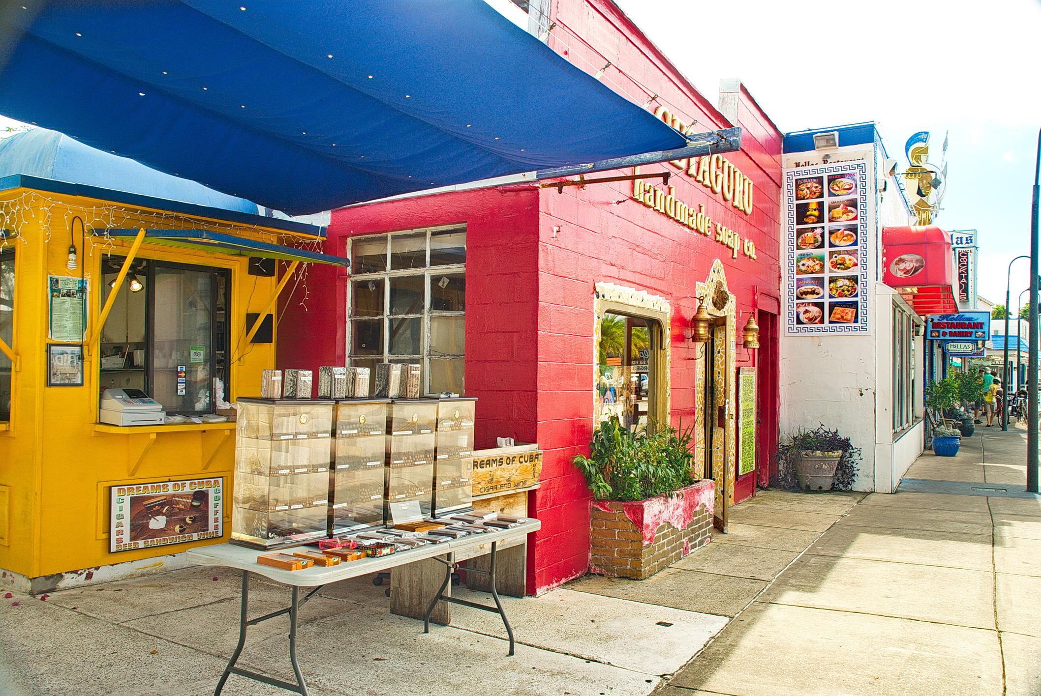 Shops at the sponge docks.  Julie Salesberry/Dreamstime.com