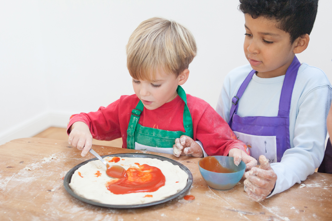Private classes - Grow Cook Enjoy offer private preschool classes either in our kitchen or the comfort of your own home. Whether it is to spend some quality time or to help with a particular dietary need, Grow Cook Enjoy can tailor sessions to suit your requirements.