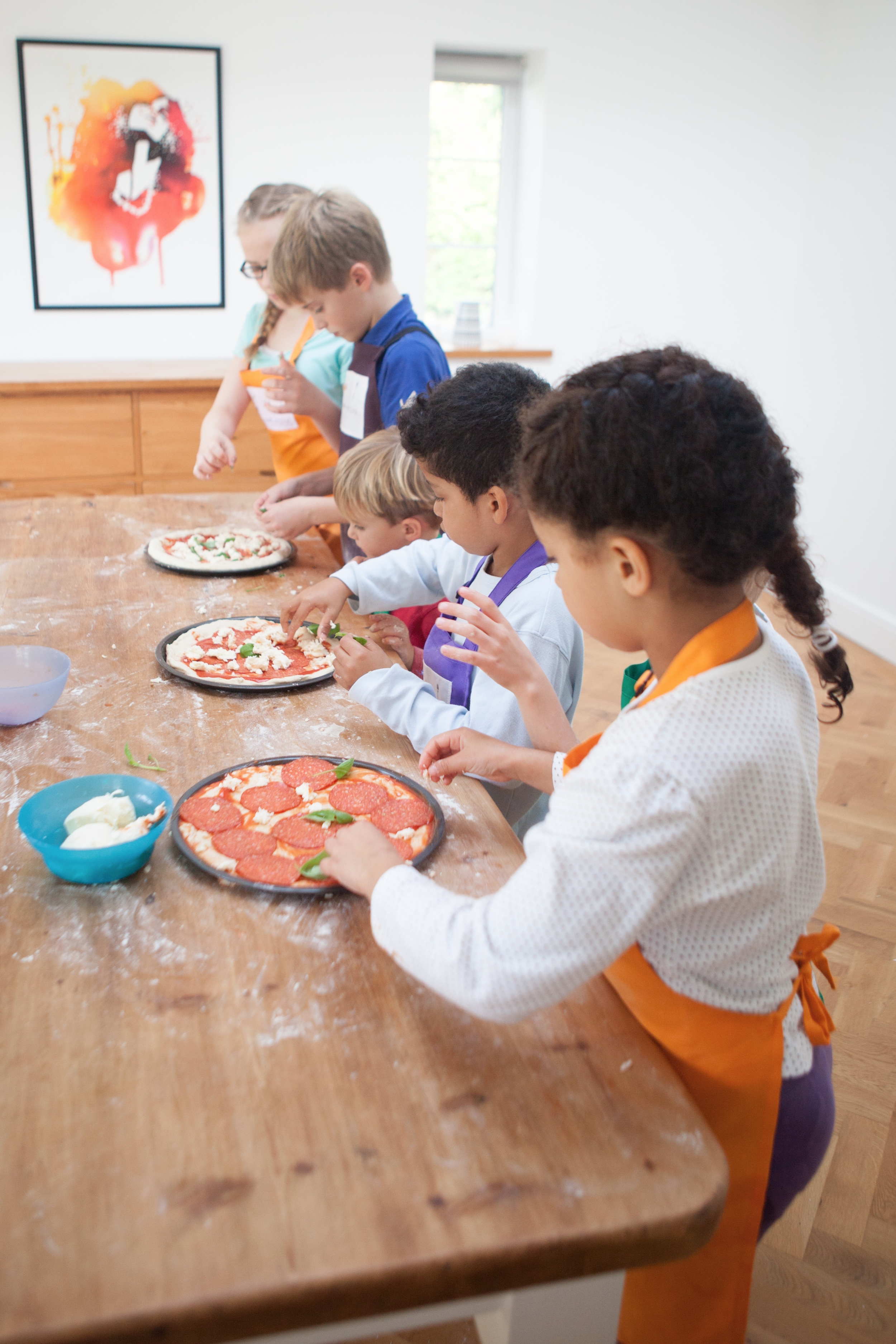 A grow cook enjoy class in process, children cooking pizza
