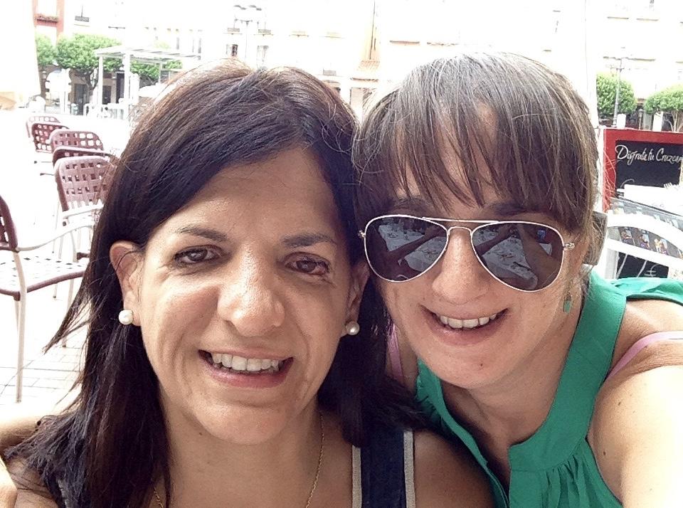Vicky con su amiga Susana Lázaro