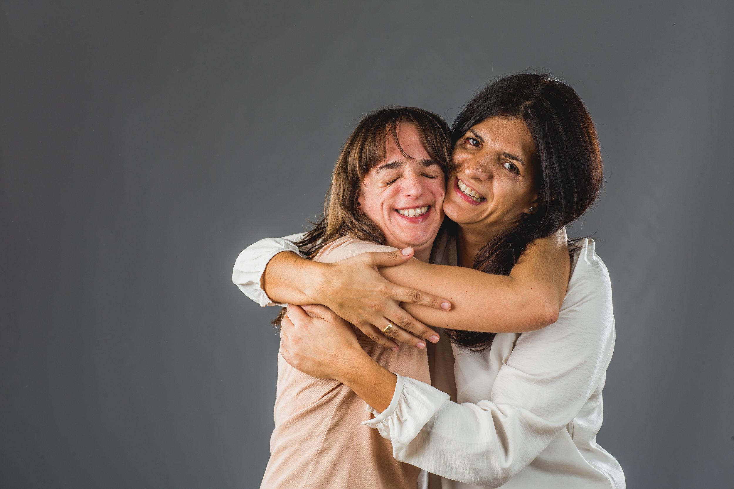 Vicky abraza a Susana