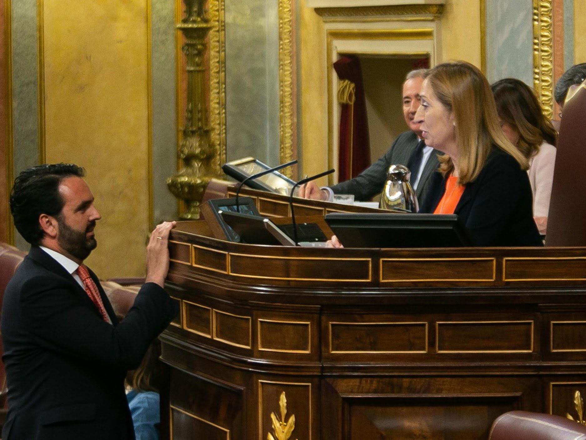 Iñigo Alli en la tribunal del Congreso de los Diputados