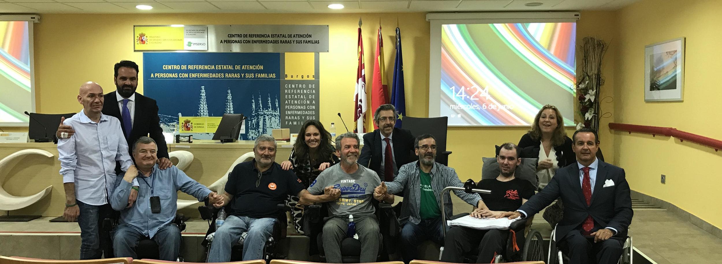 Iñigo Alli en una foto de familia con representantes de asociaciones de personas con discapacidad
