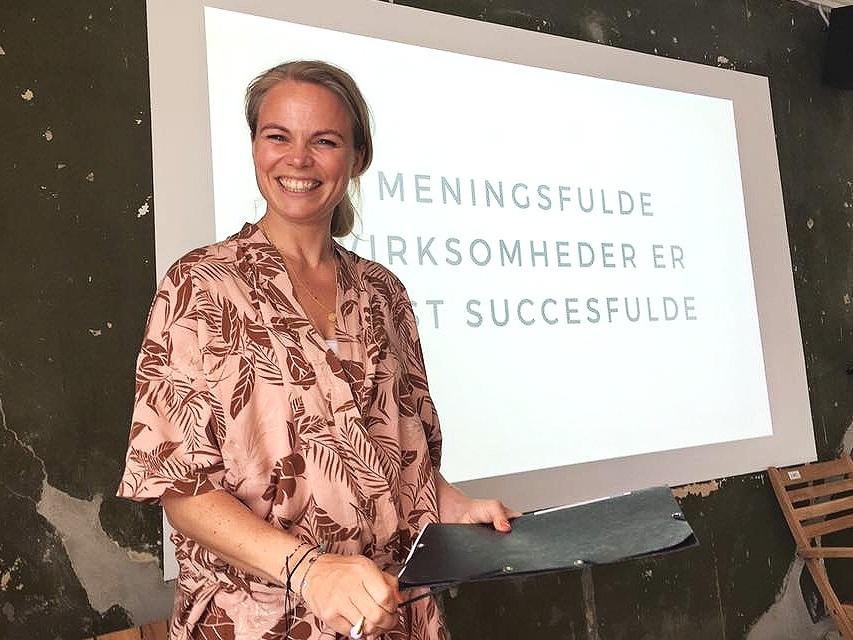 foredrag - Ja, det er en ledelsesopgave at forandre verden! Book Line til et foredrag omkring ledelse med formål.