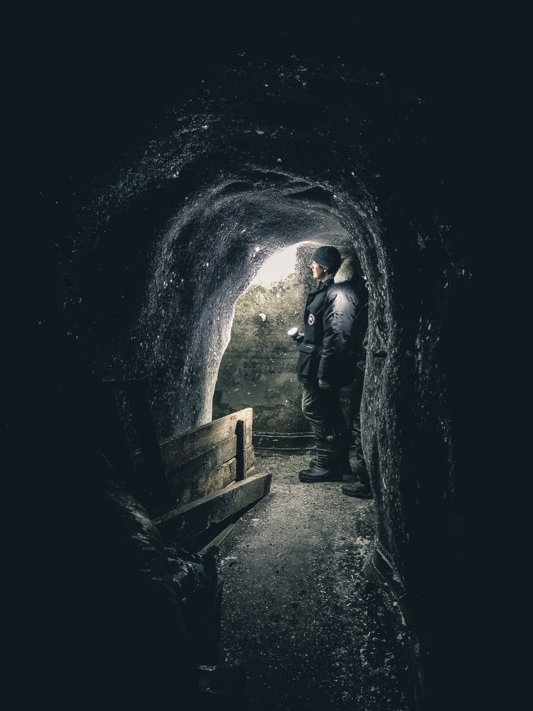 ICE AGE: RETURN OF THE MAMMOTHS, Channel 4 / Discovery    Deep down inside -20 permafrost tunnels under Siberia.