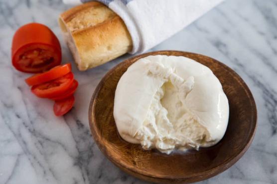 burrata vs mozzarella