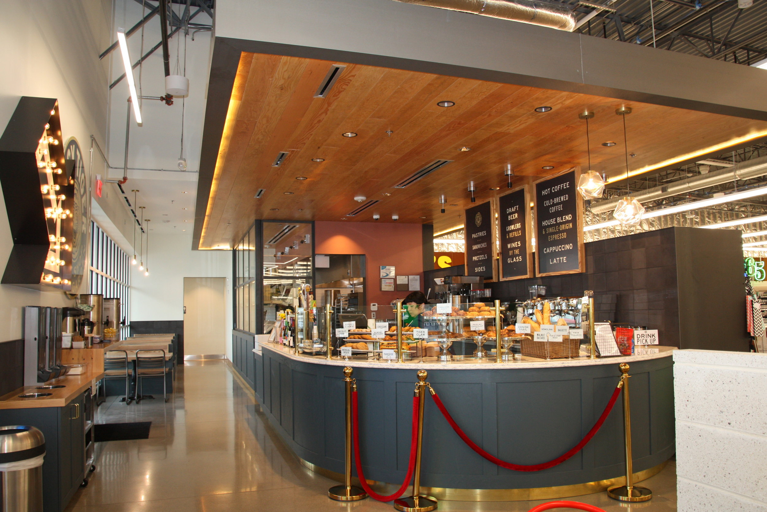 Restaurant & Food Court -