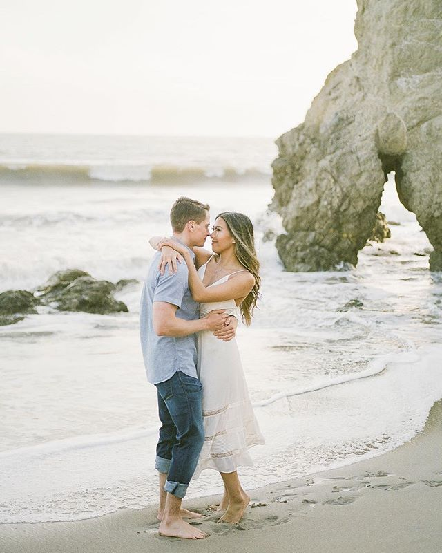 My favorite kind of engagement sessions 😍 🌊 & ❤️ & ☀️I'm always down to explore new places for engagement sessions but the beach and the 🌅 will always have a special place in my ♥️ #diditsoundcheesyenough #lovethesoftness You guys are too cute @jenny.lun & Corey 🤗🥰