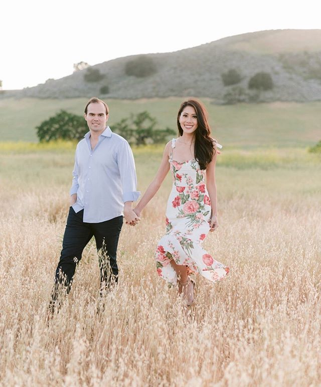 Sharing some photos from this fun engagement session w @care08 & Ben at @kestrelpark on my stories 🥰 Loved all the 5 outfit changes but this dress from @reformation was my favorite 👗. Just so perfect for the fields and the backdrop at @kestrelpark don't you think?? yes, Ben looked amazingly handsome too 👔 ☺️🤩 Can't wait for this wedding w @agoodaffair later this year (after our 👶🏻 is born 😁).