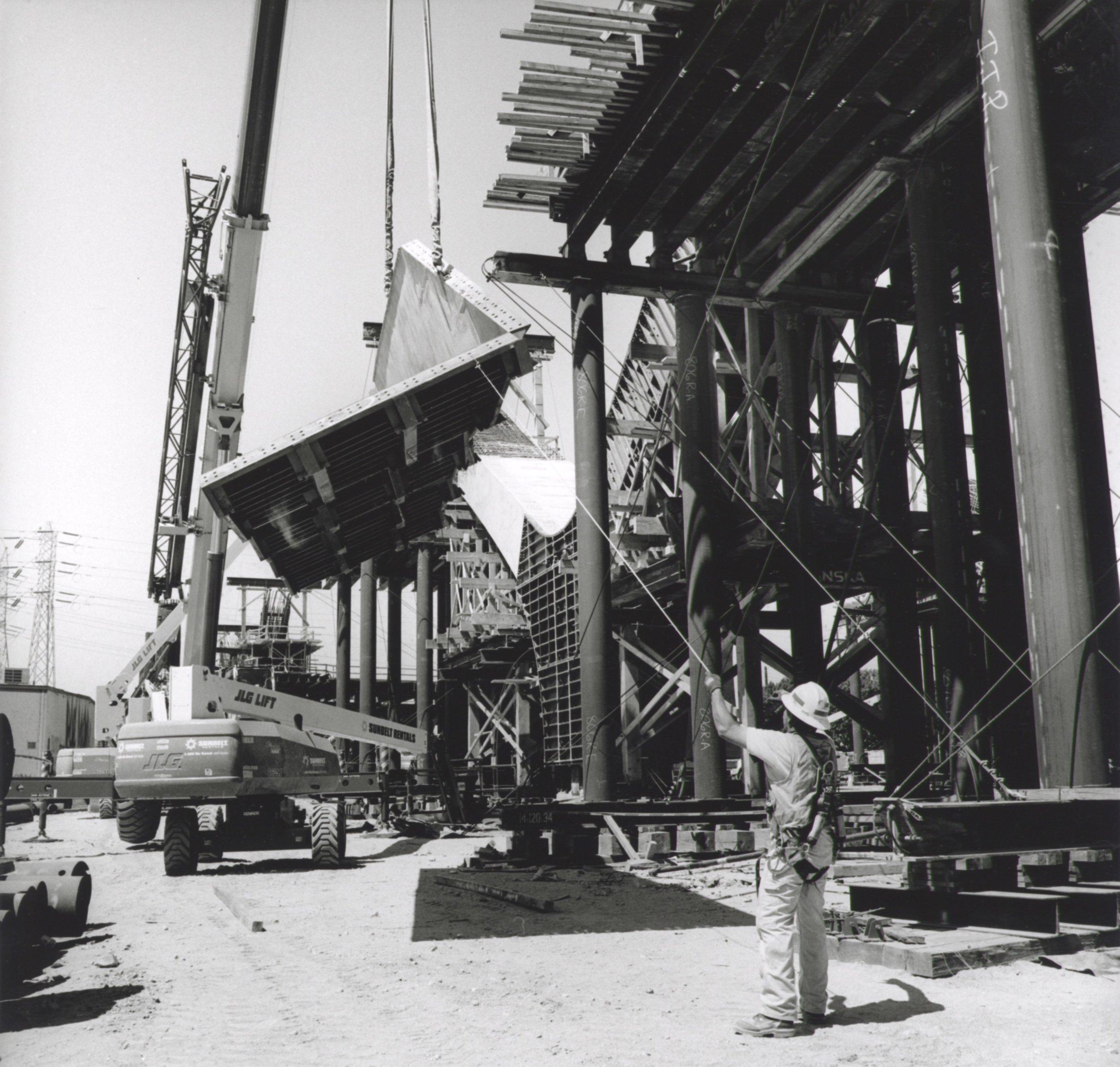 Lowering Concrete Arch Form - 2018