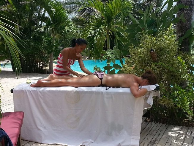 themoreyou_eatpaintyoga_elsabenero_massage.jpg