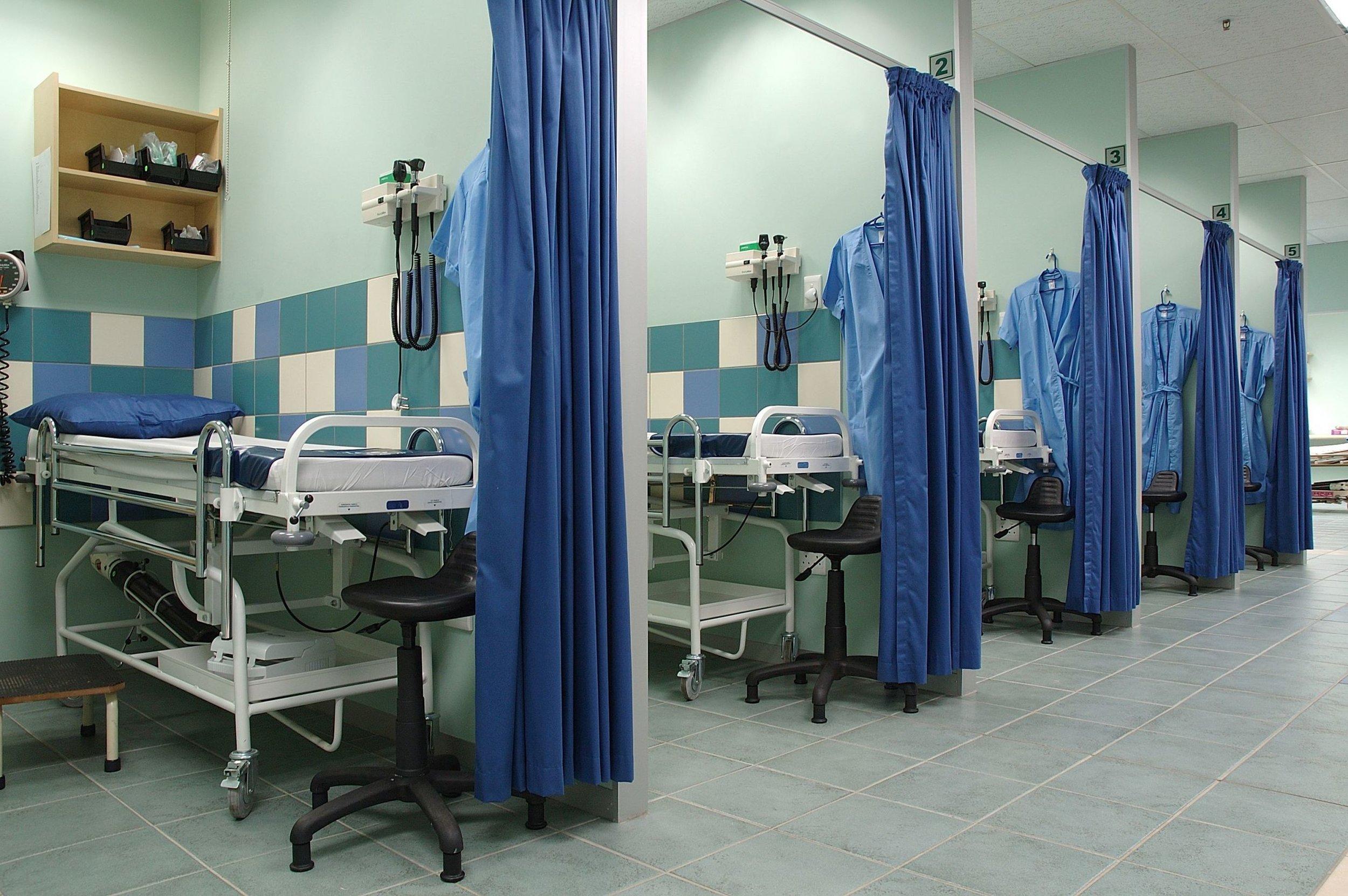 007596890_Equiped hospital room.jpg