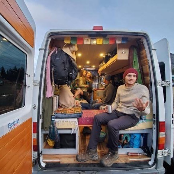 Can you feel the 'Love? A highlight of last week's rally was touring all y'alls rides/homes. So cool to see how personalities were reflected in each whip. 🚐🌈💕🌞🤘 📷 @nwmexivan ⠀⠀⠀⠀⠀⠀⠀⠀⠀ #theoregonlove #vanlifedreams #vanlifecommunity #adventurelifestyle #roadlife #sprintervanconversion #sprintervan