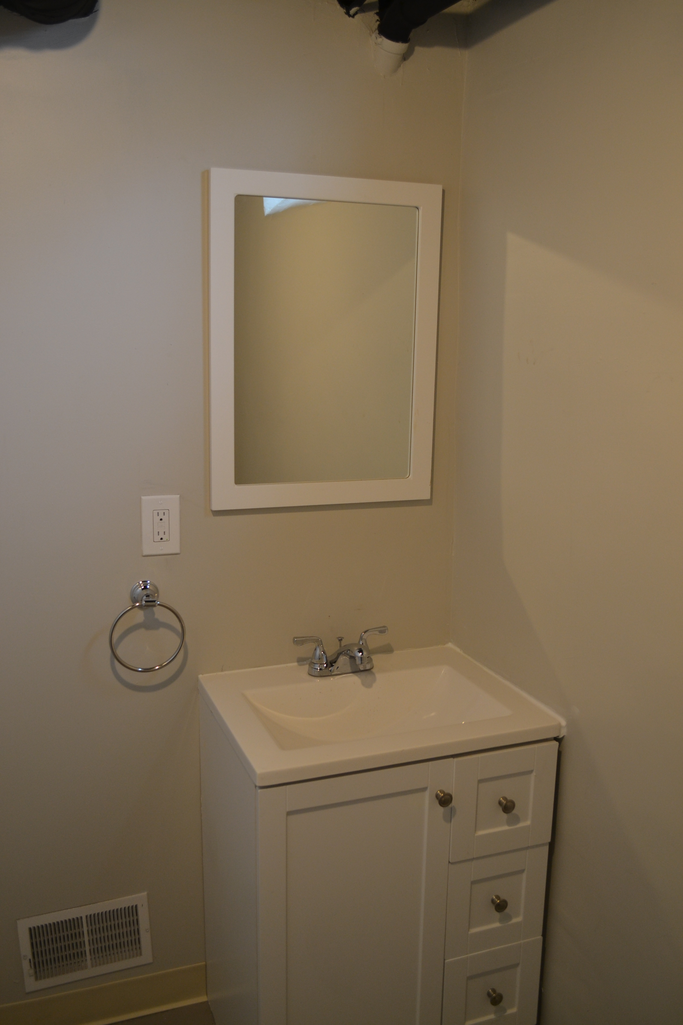 Downstair Bathroom 1.JPG