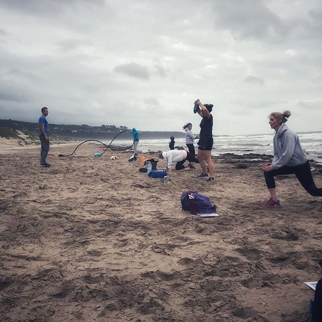 What a gift movement is 🏋️‍♀️ Last night we treated our swim group to a very sandy and very sweaty workout on Harlech Beach, brilliantly coached by Yard 6. We had some strategically lined up stations along the water's edge to keep our backs to the wind that whipped us as we dropped into burpees, running on soft sand (ouch!) and the battle ropes. We are feeling those thighs this morning but nothing a cold water swim can't fix! 💪 Diolch yn fawr everyone that came and especially to James and Steph at Yard 6 @yard6box for pushing us 🧜🏻‍♀️🏖🤸🏼‍♂️ Hopefully next time we do this it will be in the spring sunshine #sharetheswimlove #movementismedicine #wildswimming #wildswimsnowdonia #vitaminsea #coldwaterswimming