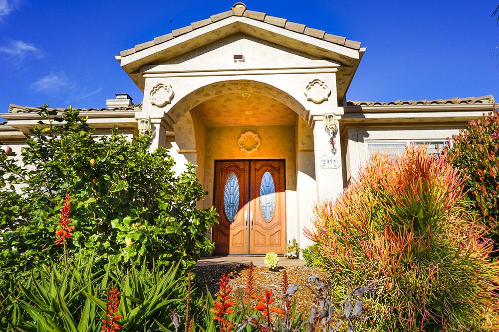 01-front-door.jpg