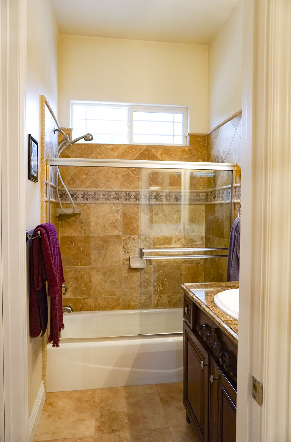 20-guest-bath.jpg