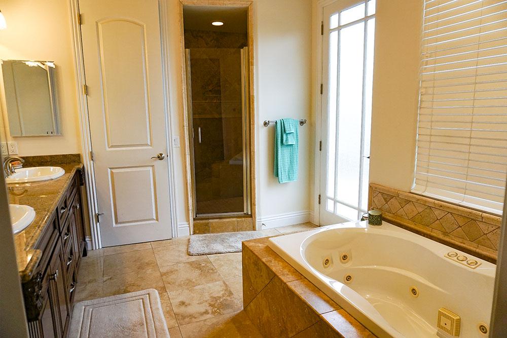 31-master-bath.jpg