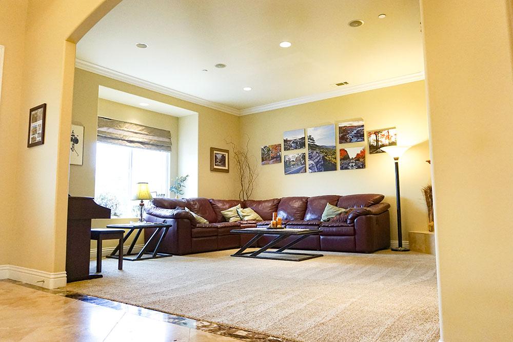 17-living-room.jpg