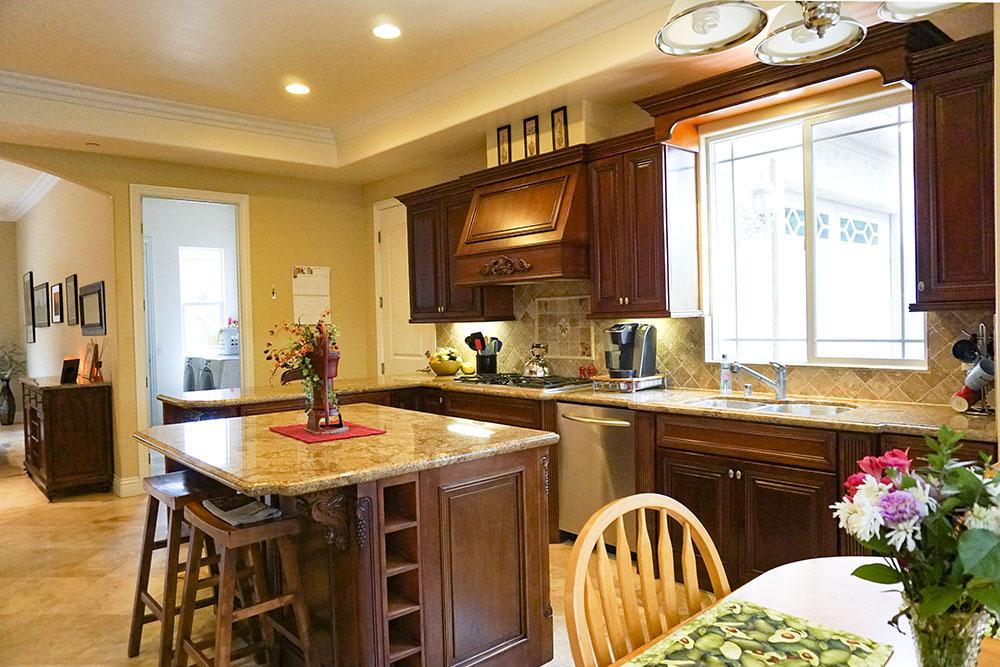 35-kitchen.jpg