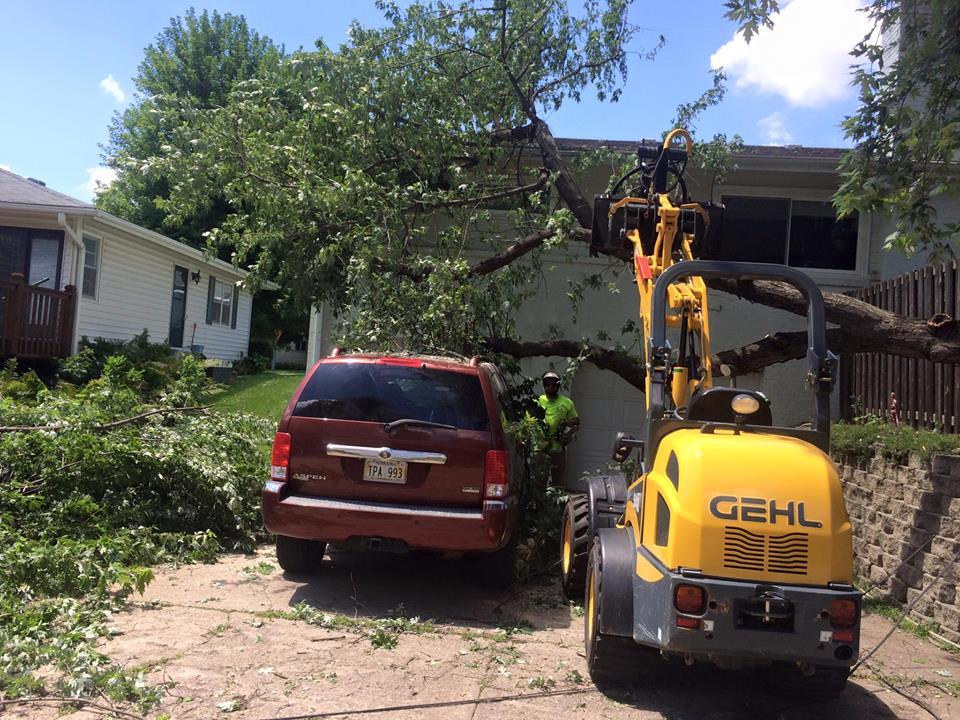 storm-damage-loader-lift-american-arborist.jpg