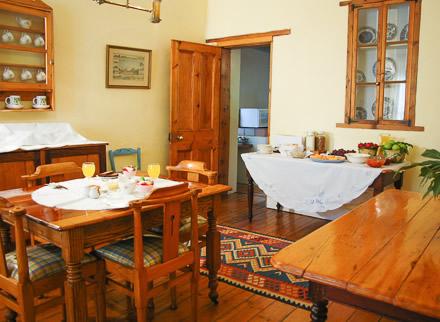 cypress_cottage_breakfast_graaf_reinet_self_catering_image2.jpg