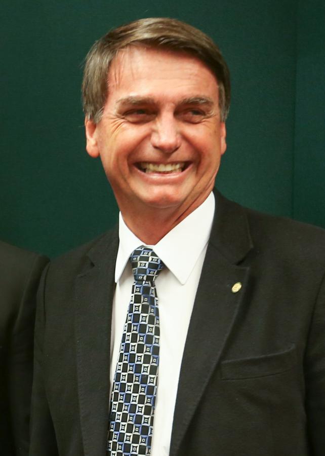 Fábio Rodrigues Pozzebom/Agência Brasil [CC BY 2.0 ( https://creativecommons.org/licenses/by/2.0)]   https://de.wikipedia.org/wiki/Datei:Jair_Messias_Bolsonaro.png