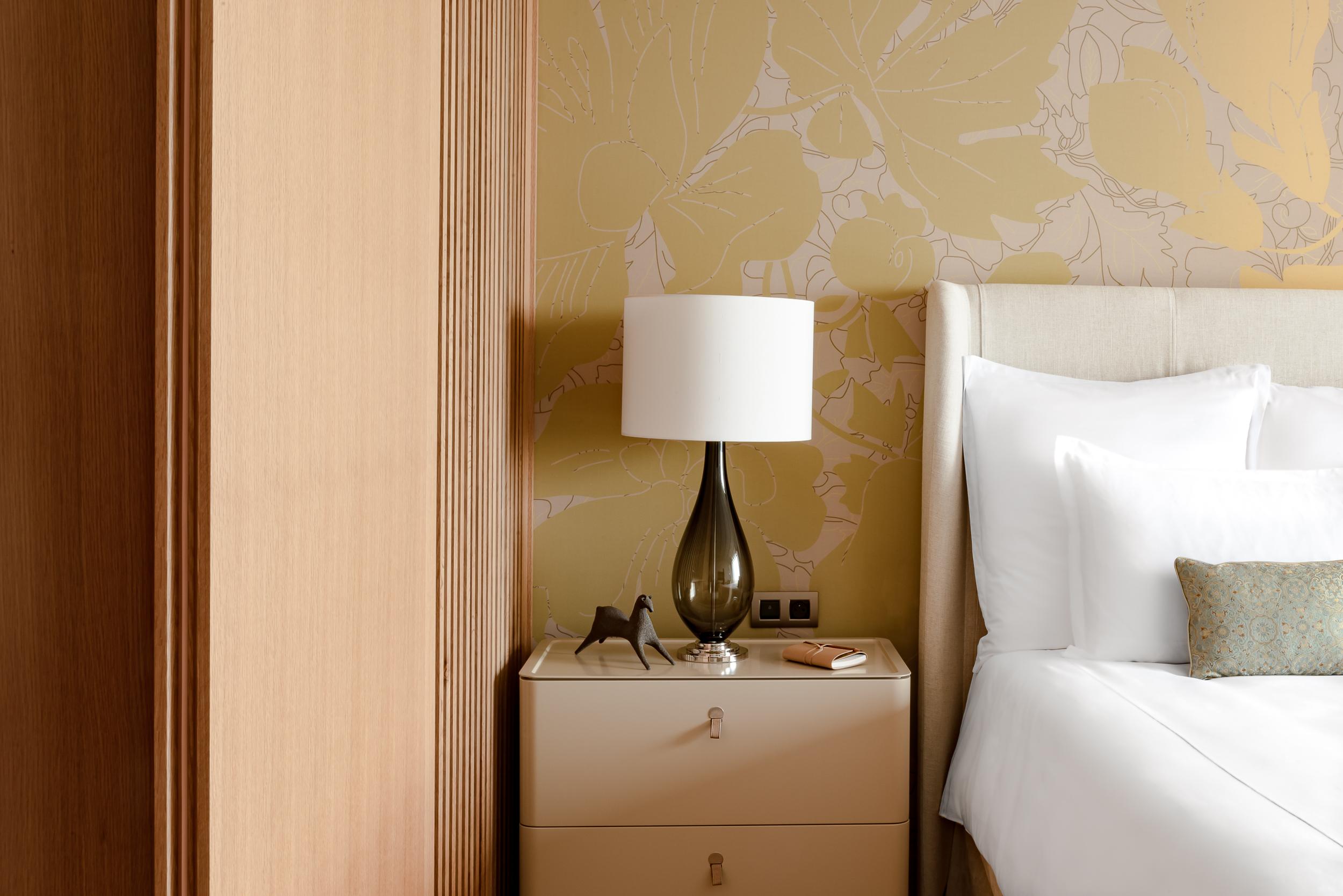 Détail lampe - chambre (2).jpg