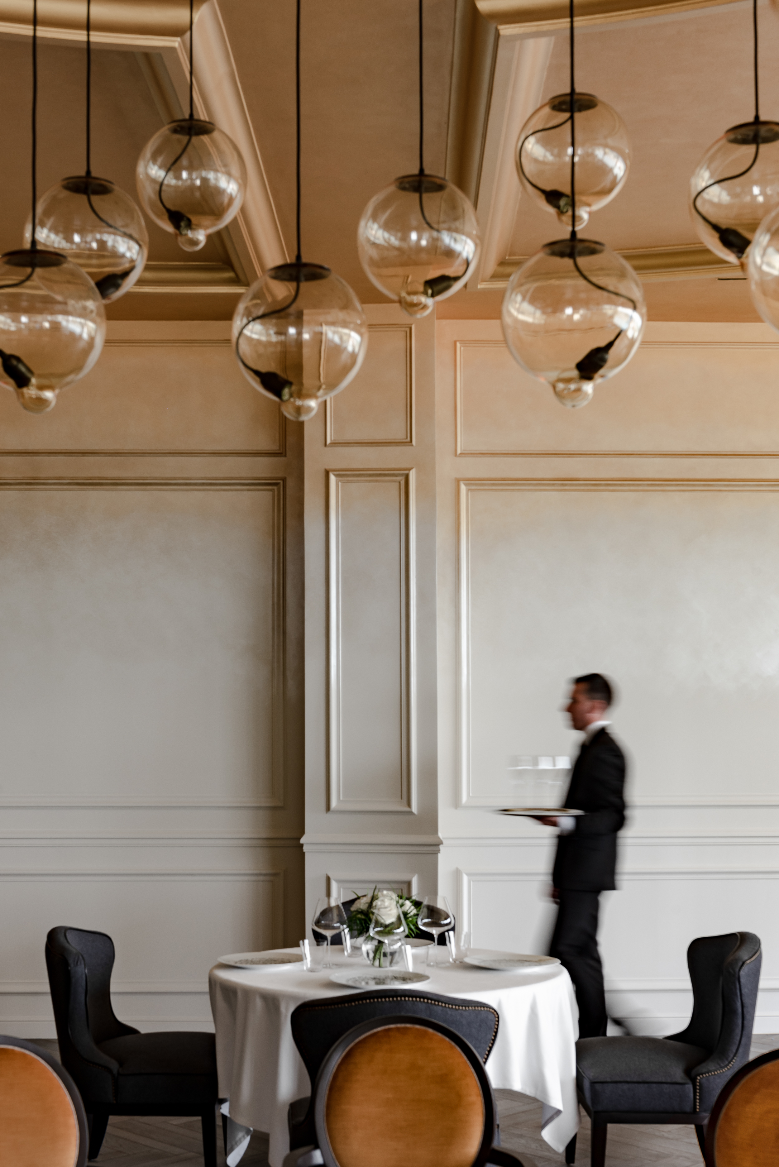 Restaurant Le Royal avec mannequin.jpg