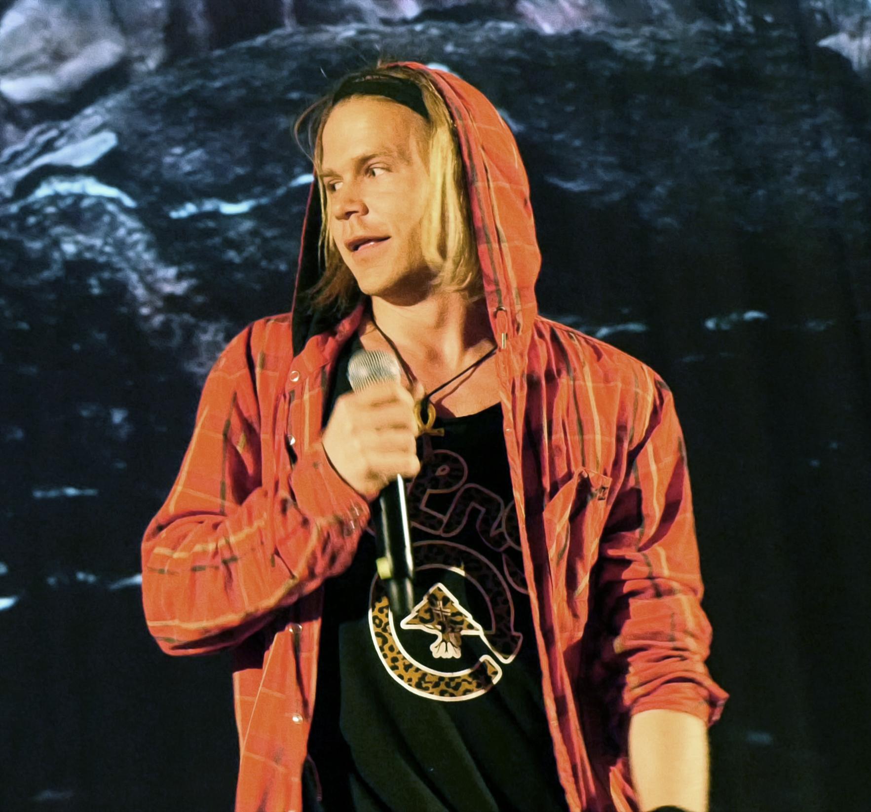"""ENKIDU - Enkidu fka Identisk Entitet har cruiset under radaren til de fleste siden han debuterte som rapper med sin første mixtape """" Norrøn Filosofi"""