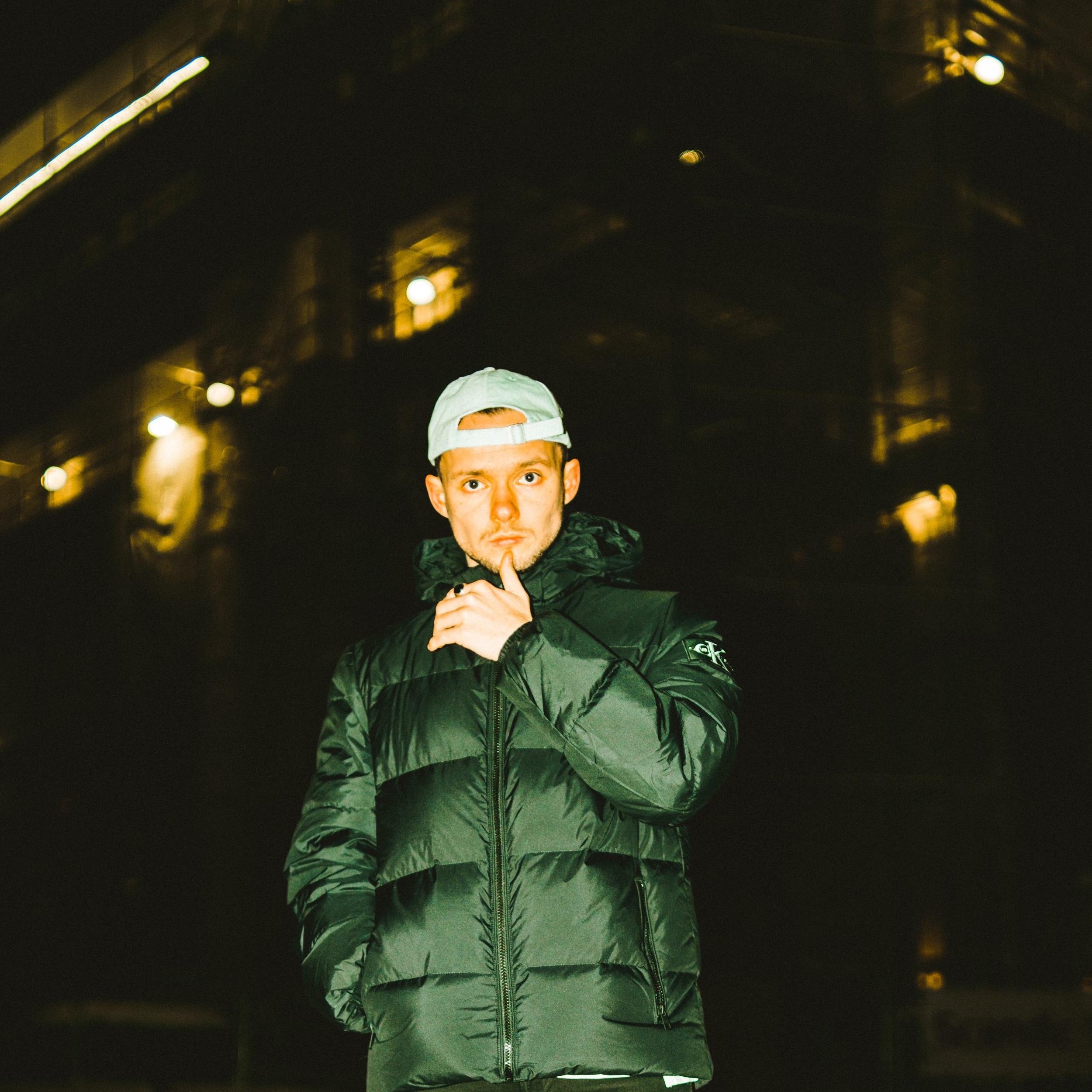 VILJAR BROKS - Viljar Broks fra Tromsø har de siste årene etablert seg som et friskt bidrag til den norske urbanscenen, med sin catchy musikk som krysser mellom R&B, Hiphop & Pop.Singlene