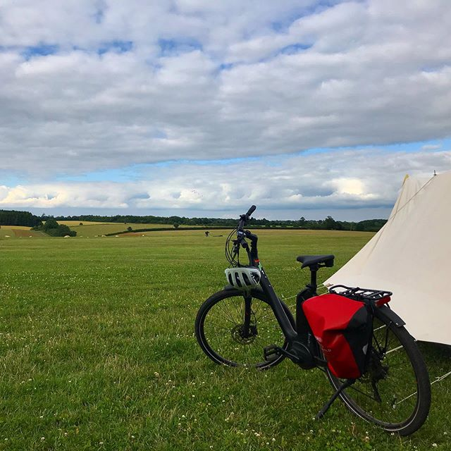Start an eBike adventure straight from your tent @theorganicfarmshop , you can even buy some organic goodies from the on site farm shop for a lovely picnic en route. - - - - - - #cycling #cotswolds #cotswoldebikes #cotswoldscycling #cycling #cyclinglife #ebike #electricbike #adventure #cirencester #thecotswolds #summer #countryside #views #camping #campsite #tent #belltent