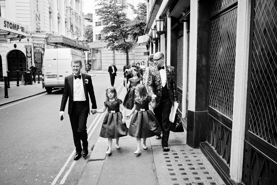london-wedding-photography-at-The-Ivy 010