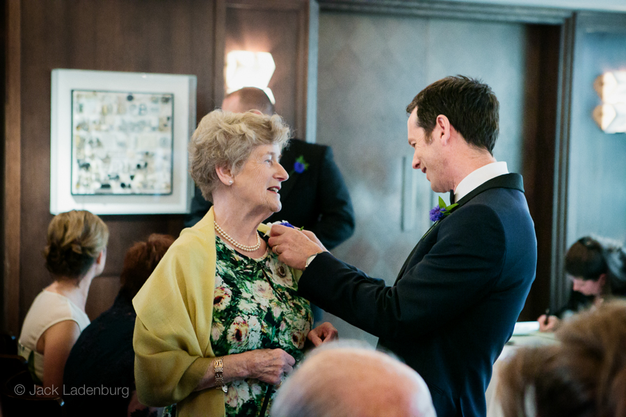 london-wedding-photography-at-The-Ivy 020