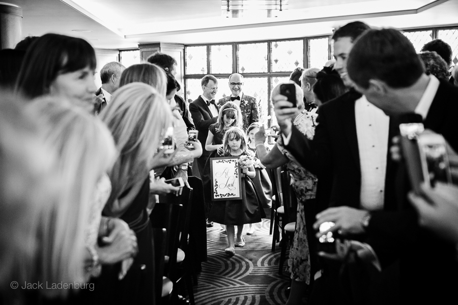 london-wedding-photography-at-The-Ivy 021
