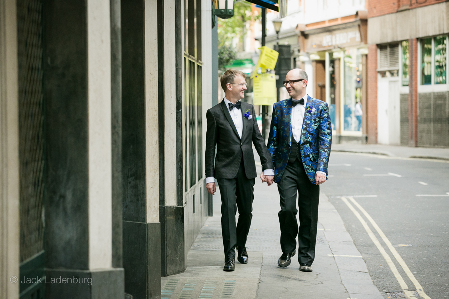 london-wedding-photography-at-The-Ivy 035
