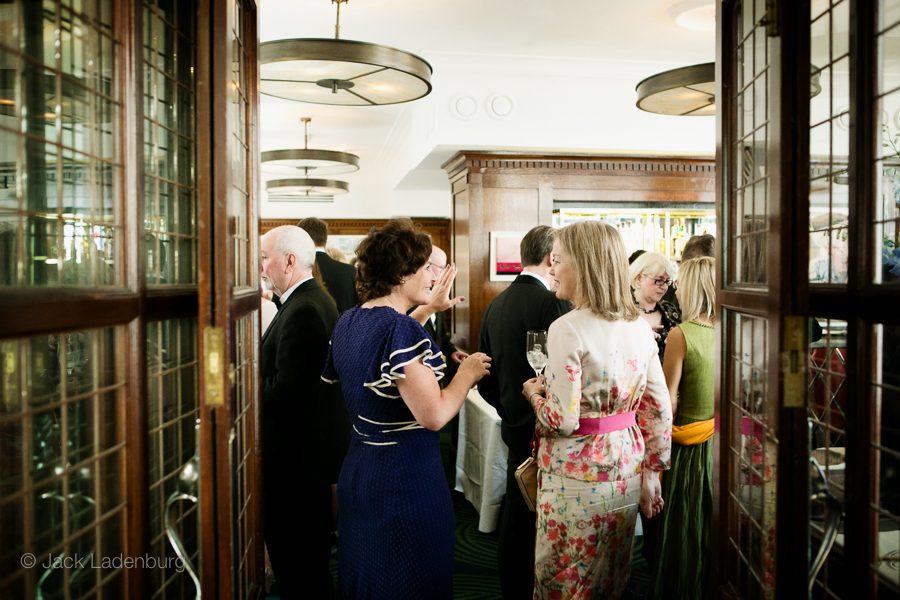 london-wedding-photography-at-The-Ivy 037