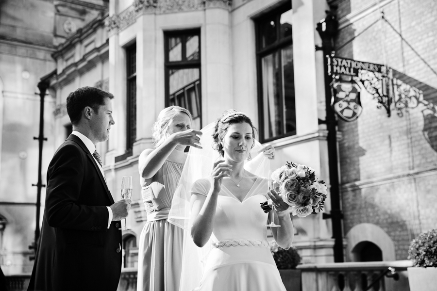 london-documentary-wedding-photography-at-stationers-hall 35