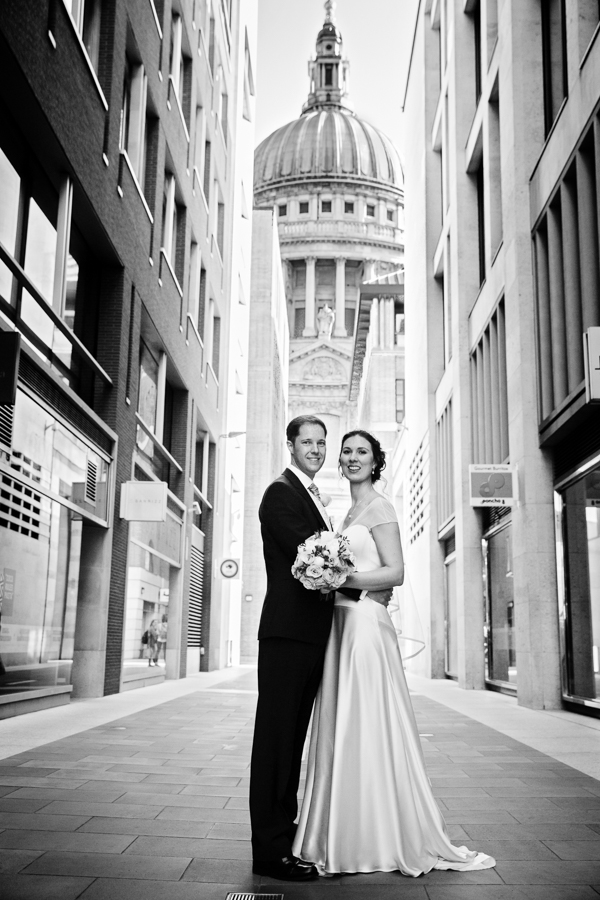 london-documentary-wedding-photography-at-stationers-hall 39