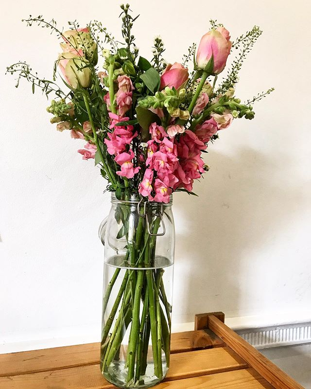 🥰 @bloomandwild #iloveflowers #preweddingpractise #secretadmirer