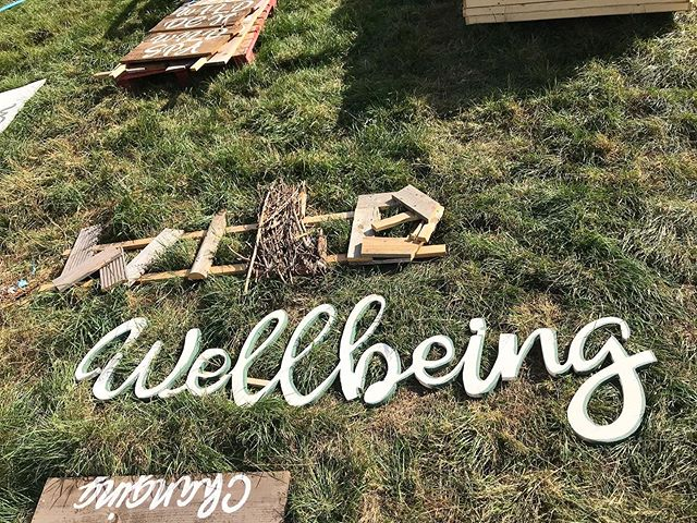 Getting our creative on today @standoncalling Thanks Tired Industries!! #festivaldecor #wildwellbeing #festivalcreative #sooooohot