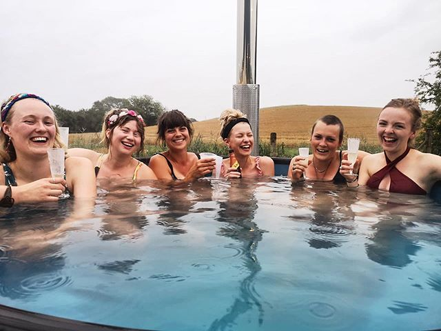 What a dream team smashing it down @standoncalling this week! Thank you wild ladies! #woodfiredhottubs #wildwellbeing #festivalseason #bubbles #whorunstheworld