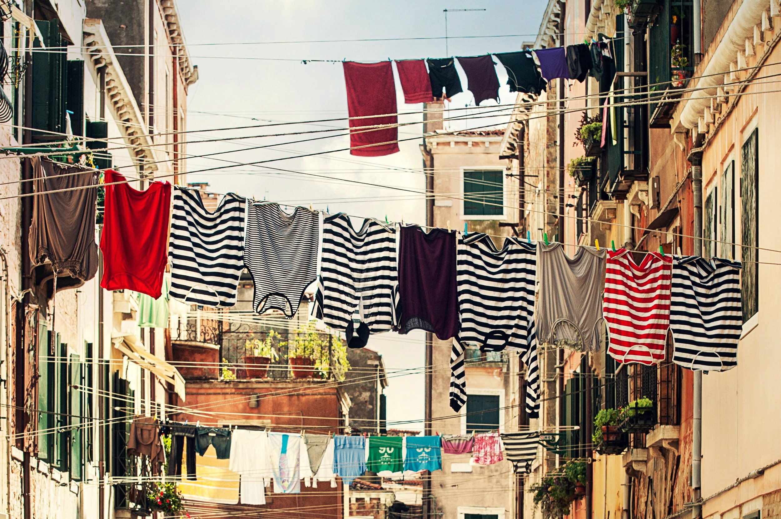 buildings-clothes-clothes-line-102303.jpg